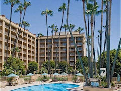 Click here to visit the Web site of the Crowne Plaza Hotel San Diego - Mission Valley.